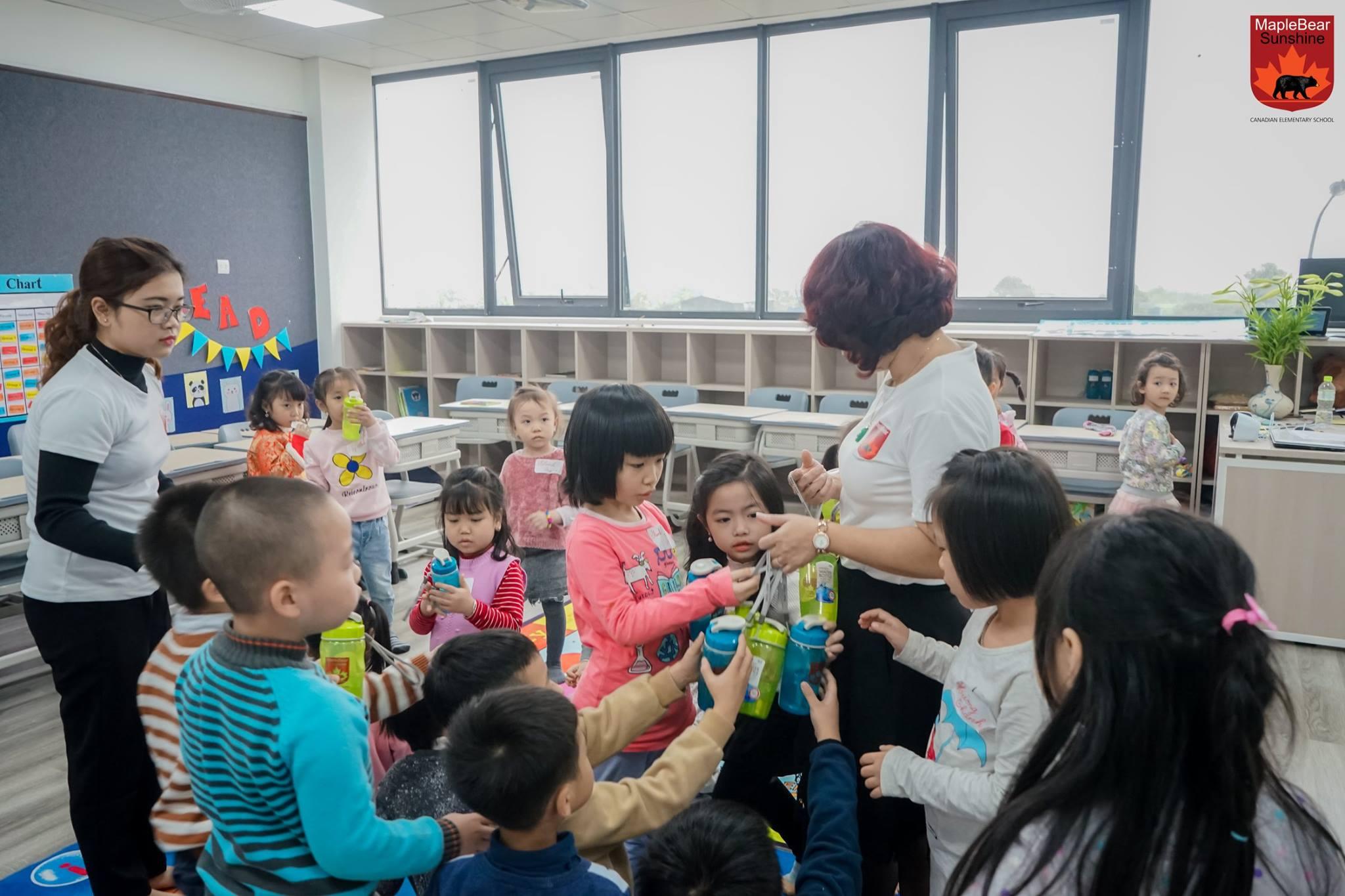 Buổi học đầu tiên giúp các bạn thêm mạnh dạn, tự tin vào hào hứng cho những trải nghiệm của lớp học sắp tới.