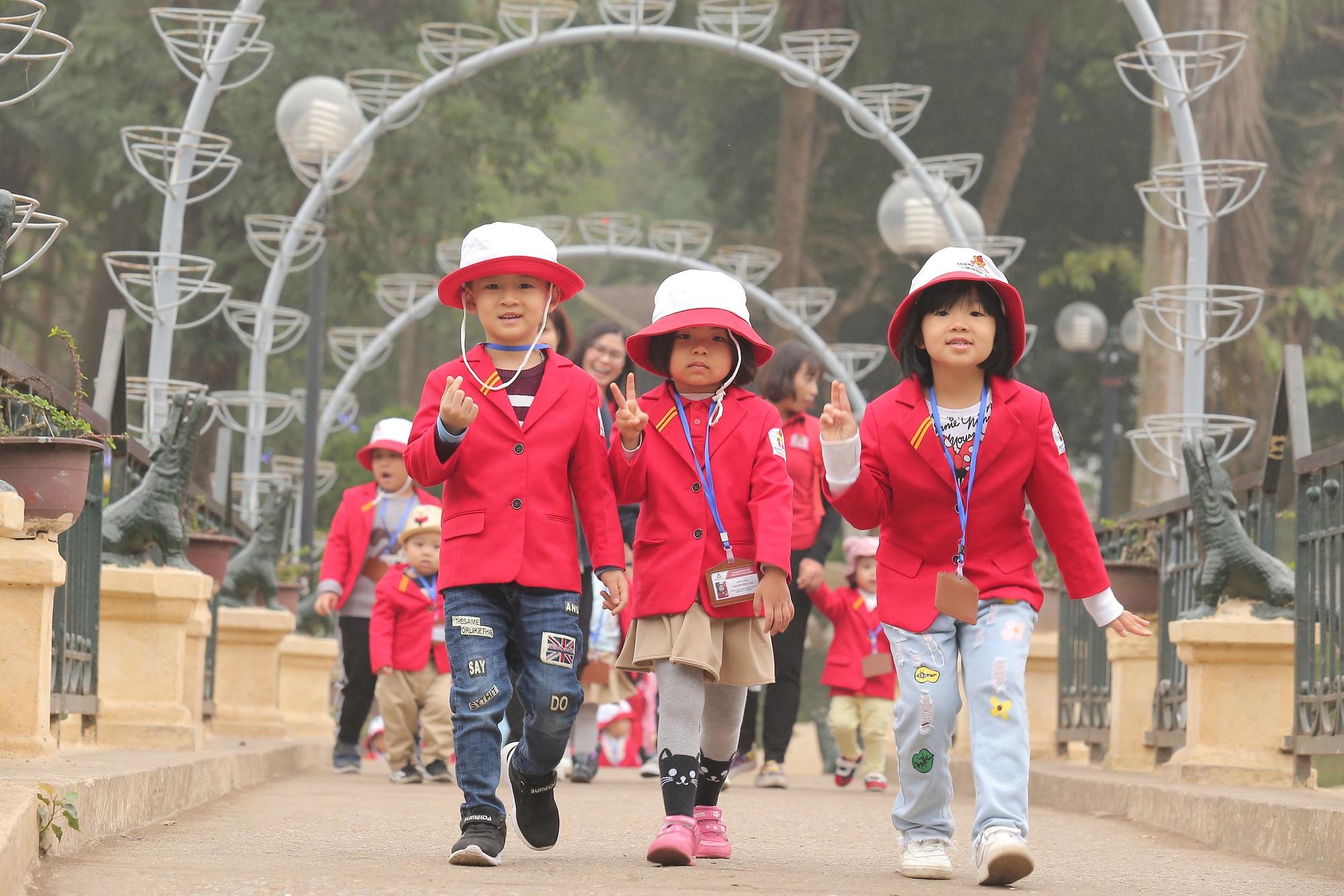 Sau chuyến đi này, các bé không chỉ được rèn luyện về ý thức tập thể, tính tự lập mà còn được học thêm một số kĩ năng quan trọng khác như: biết đi theo sự hướng dẫn của các cô giáo, không đi theo người lạ...